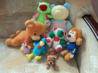 Отдается в дар Мягкие игрушки и книжка