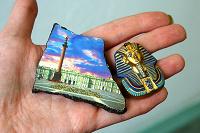 Отдается в дар Коллекционерам: магниты, гривны, билетики, база, ароматы