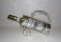Отдается в дар Подставка под бутылку… ну, и собственно сама бутылка