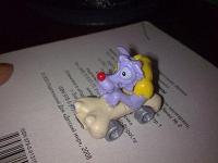 Отдается в дар волк в автомобиле, киндеровская игрушка.