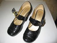 Отдается в дар 2 пары туфель на 39 размер