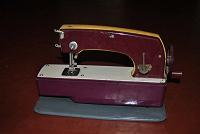 Отдается в дар Детская швейная машинка