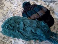 Отдается в дар Шапка и шарфик :3