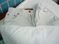 Отдается в дар светлые джинсы р-р 44