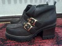 Отдается в дар Демисезонные женские ботиночки