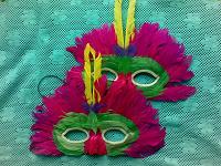 Отдается в дар карнавальные маски из перьев