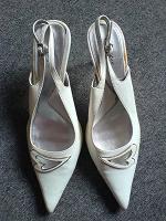 Отдается в дар Белые туфельки