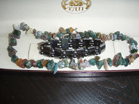 Отдается в дар Бусы каменные, разноцветные, яшменные и браслет гематитовый