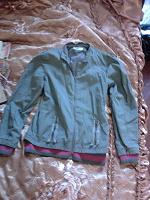 Отдается в дар Симпатичная куртка матерчатая цвета Хакки.