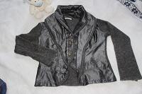 Отдается в дар пиджак и бриджи 44-42, пояс для чулок.