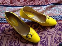 Отдается в дар солнечные туфли 39 размер