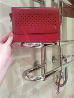Отдается в дар Красная кожаная винтажная сумочка