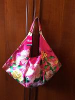 Отдается в дар Яркая шелковая пляжная сумка