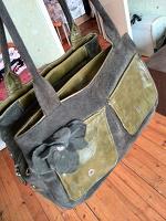 Отдается в дар Замшевая сумка болотного цвета.