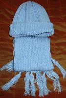 Отдается в дар шапка + шарфик