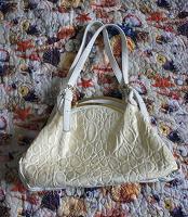 Отдается в дар Бело-кремовая сумка
