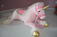 Отдается в дар Большой розовый единорог