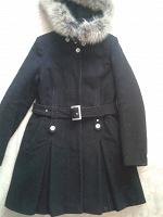Отдается в дар Черное пальто с капюшоном из натур меха