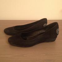 Отдается в дар Замшевые туфли