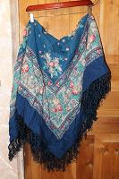 Отдается в дар большой платок с кистями в русском стиле