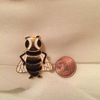 Отдается в дар Значек «пчелка»