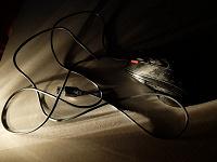 Отдается в дар Мышь, usb-зарядка, переходник, заглушка для материнской платы, наушники и mp-3 плеер