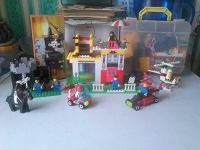 Отдается в дар Конструктор Лего и пакетик мелких игрушек