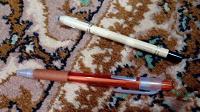 Отдается в дар ручки (с пастой и без), карандаш для глаз