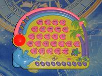 Отдается в дар Обучающая игрушка «Алфавит» (требует починки) и мягкие игрушки (для ЖВ)