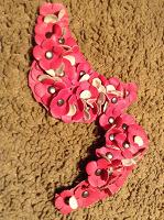 Отдается в дар Для рукоделия: пряжки и цветы из кожи