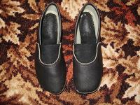 Отдается в дар Дарю чешки черные размер 18-19 см.