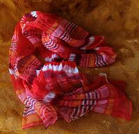 Отдается в дар Яркий воздушный шарфик