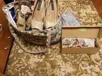 Отдается в дар Пакеты одежды, обуви, сумок.