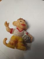 Отдается в дар резиновая обезьянка-футболист