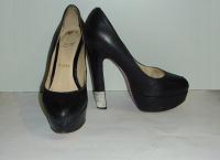 Отдается в дар Женские туфли Christian Louboutin.