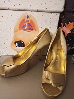 Отдается в дар Туфли золотые Nine West