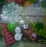 Отдается в дар Новогоднее. 2 снежинки и 4 игрушки