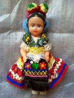 Отдается в дар Кукла в народном и в оригинальной шапке )