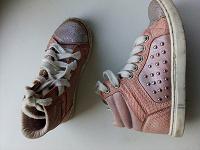 Отдается в дар Обувь для девочки 25 размера