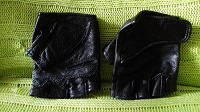 Отдается в дар Кожаные перчатки с обрезанными пальцами