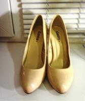 Отдается в дар Туфли 35 размер.