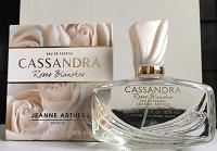 Отдается в дар Jeanne Arthes Cassandra Roses Blanches