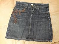 Отдается в дар джинсовая юбка с кожаным декором