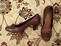 Отдается в дар коричневые туфли