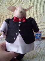 Отдается в дар Свинья — официант (трактирный половой?)