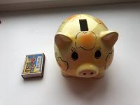 Отдается в дар Свинка-копилка, игрушка-магнит, игральные карты