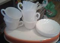 Отдается в дар Набор пластмассовой посуды(чашки и блюдца)