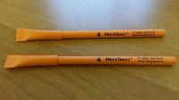 Отдается в дар 2 новые бумажные ручки