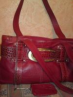 Отдается в дар Красная кожаная сумка