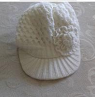 Отдается в дар Жіноча вязана шапка